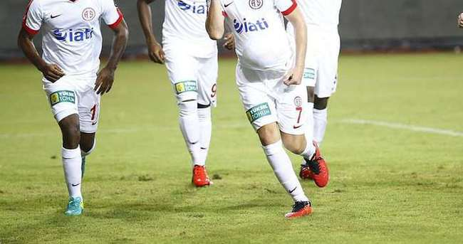 Antalyaspor'da 11 futbolcu yolcu