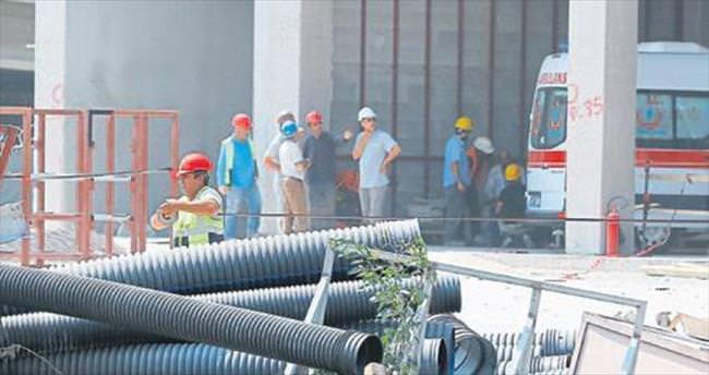 Cam blok, 43. kattan işçilerin üstüne düştü