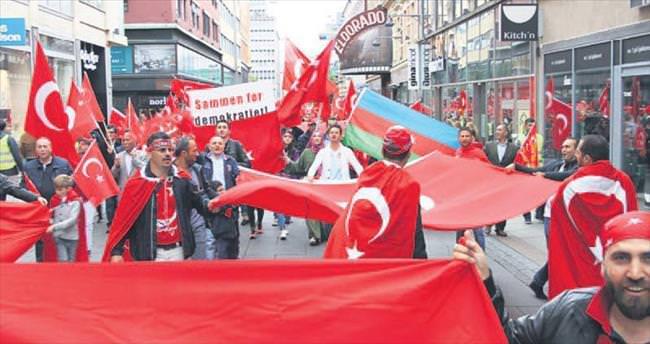 Oslo'da 2 bin darbe karşıtı tek ses oldu