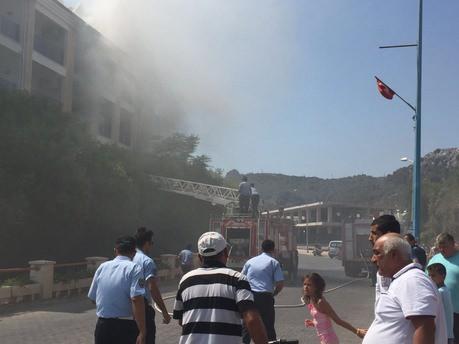 Marmaris'te otelde yangın paniği