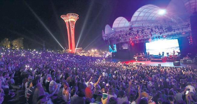 Expo'da Bengü ve Berkay rüzgarı