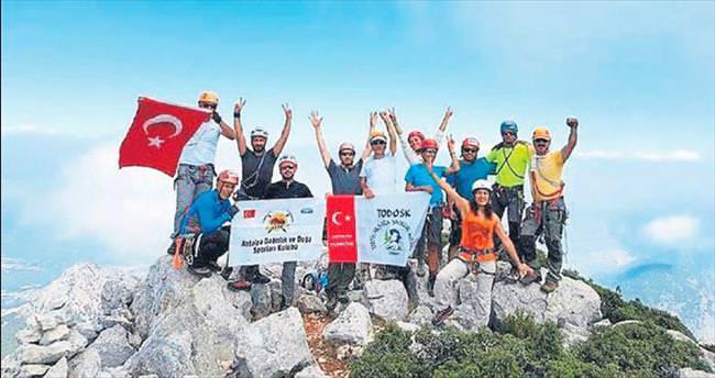 Sivri Dağ zirvesinde zafer kutlaması