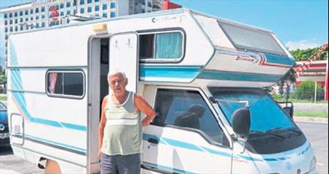 80 yaşında, tatilini 37 yıldır karavanda yapıyor