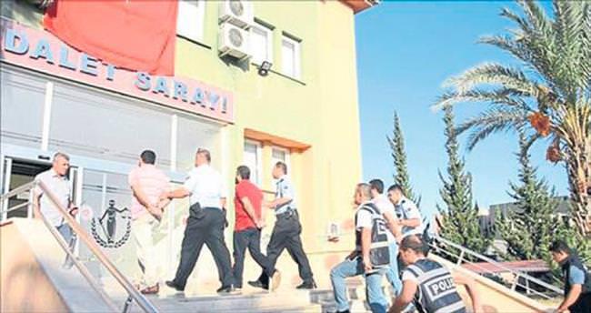 Anamur'da 15 FETÖ'cü cezaevine gönderildi