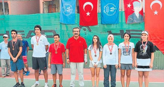 Ödüllü tenis turnuvası