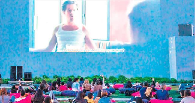 Açık hava sinemalarından havuzlara yazın son demleri