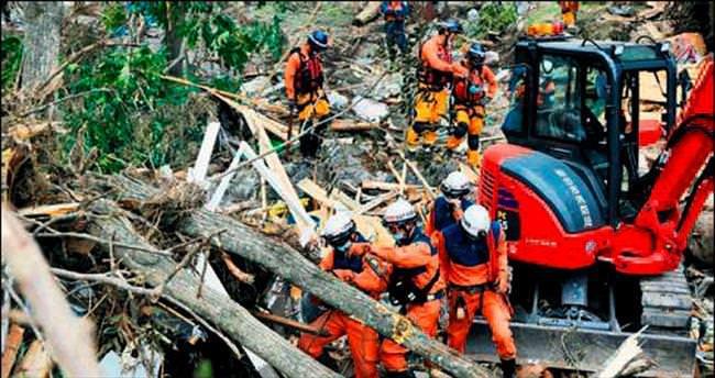 Lionrock tayfunu Japonya'yı vurdu