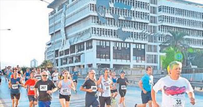 1500 atlet İzmir için ter döktü