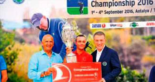Milli golfçü Altuntaş Türkiye şampiyonu