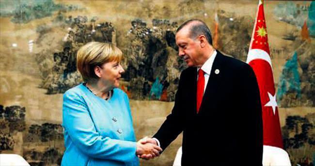 Merkel: Terörle mücadelenizi destekliyoruz
