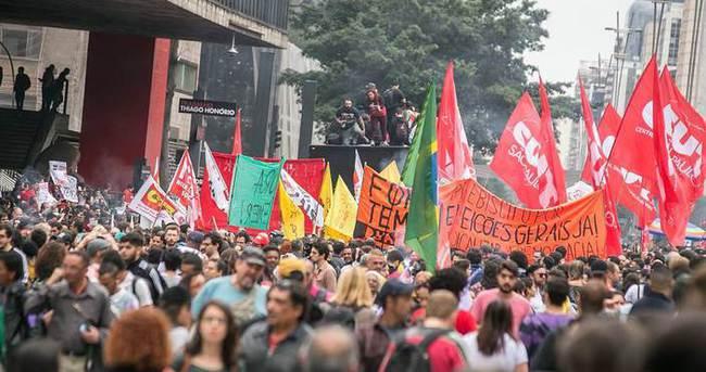 Brezilya'da halk sokakta