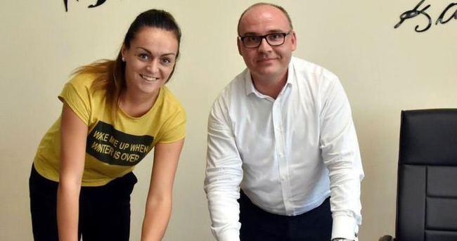 Salihli'de Bulgar Boncheva imzaladı