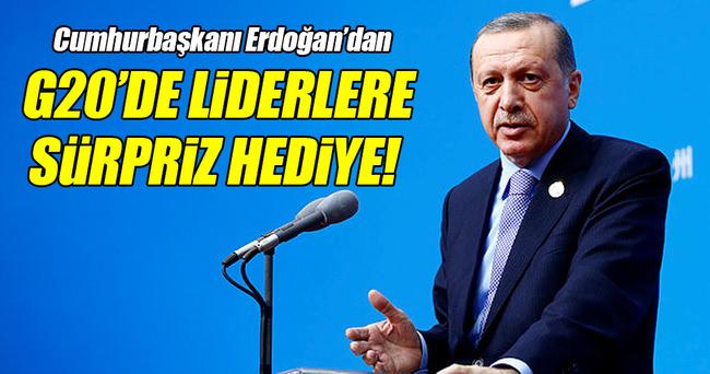 Cumhurbaşkanı Erdoğan'dan liderlere sürpriz hediye!