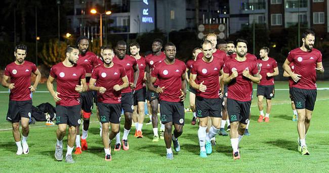 Alanyaspor'da 3 oyuncu ile yollar ayrıldı
