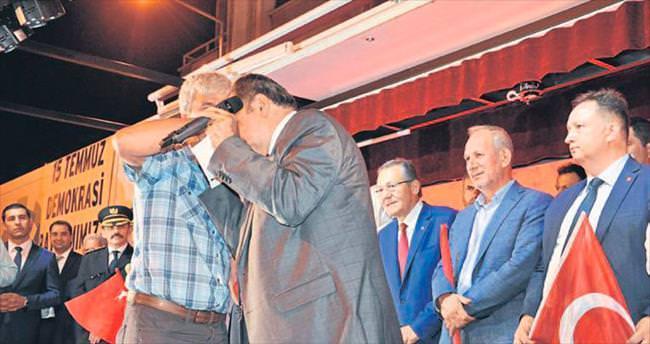 Bakan Eroğlu şehit babasının elini öptü