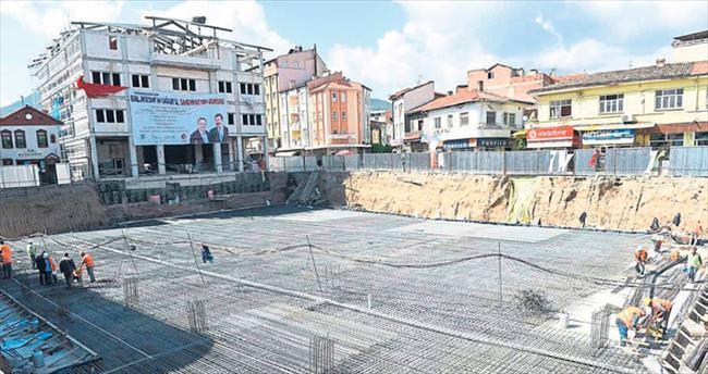 Sındırgı'ya hem otopark hem de kent meydanı