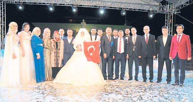 Başkan Akdoğan kızını evlendirdi