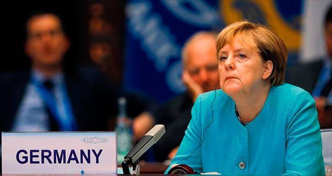 Merkel kaybetti aşırı sağ sevindi
