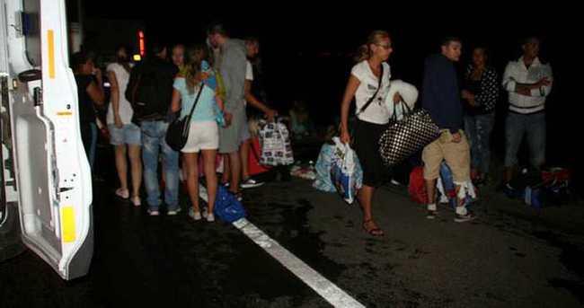 Turistleri taşıyan otobüs tıra çarptı: 1 ölü, 38 yaralı