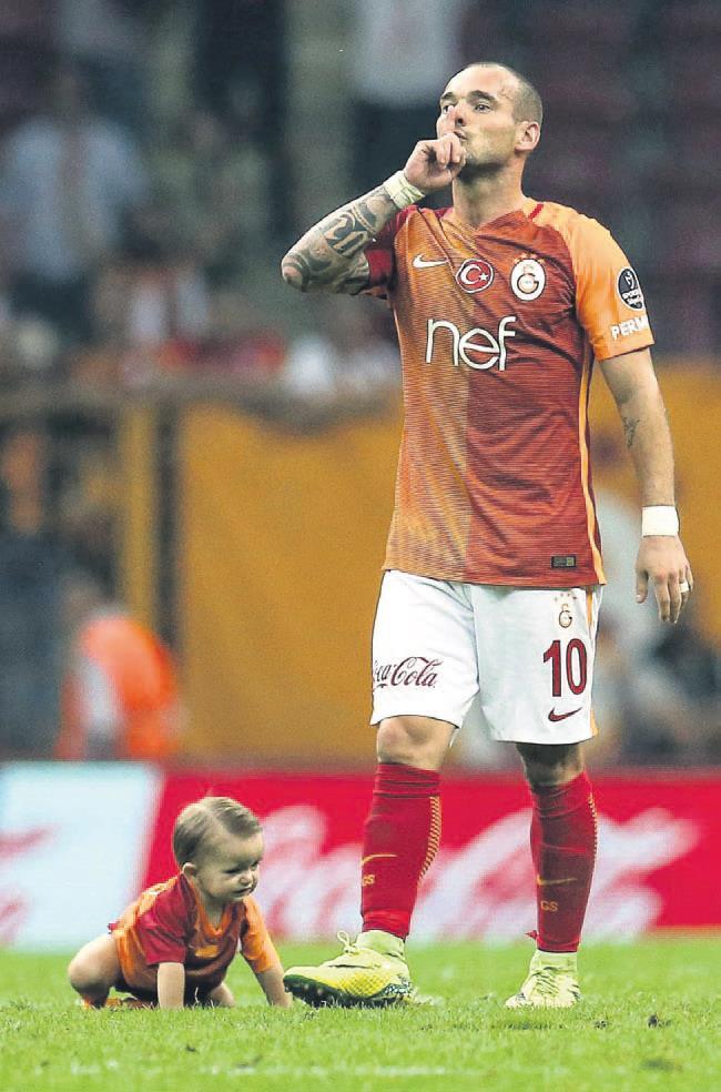 Günün sorusu Sneijder yarın gelecek mi