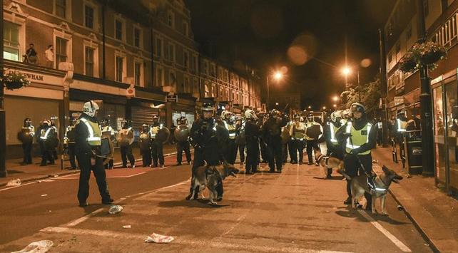 Londra'da gergin gösteri