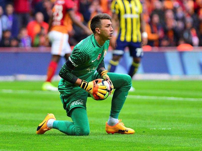 Galatasaray Muslera'yı KAP'a bildirdi