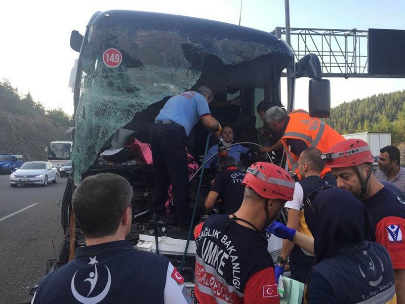 Bolu'da trafik kazası 1 ölü 21 yaralı