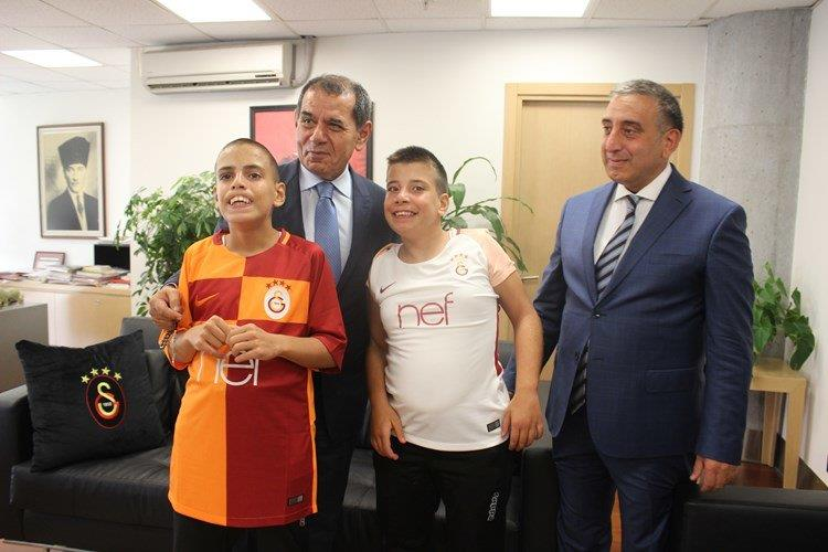 Galatasaray UNICEF el ele