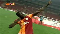 Eboue muhabirlie soyundu