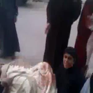 Mısırlı hamile kadın sokakta doğum yaptı
