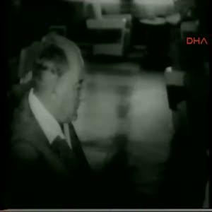 Başöğretmen Mustafa Kemal Atatürk kara tahta önünde
