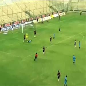 Kendi kendine penaltı yaptıran futbolcu