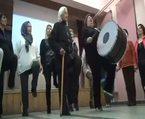 85 yaşındaki teyze bastonuyla folklör oynuyor