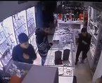 Hırsızlık şüphelisinin rahatlığı kamerada