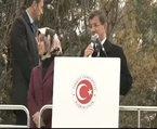 Davutoğlu halkı Kürtçe selamladı