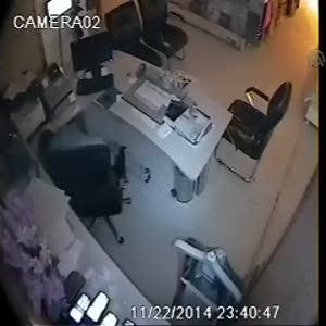 Rize'de hırsızlık kameralara kaydedildi