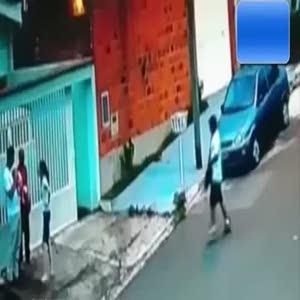 Hırsızla boğuşurken bebeği böyle düşürdü
