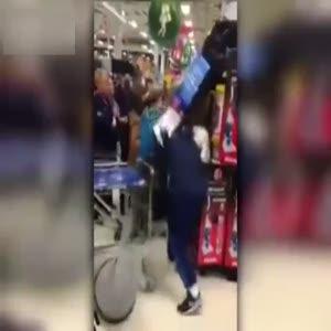 Alışveriş kampanyasında çıldırdı