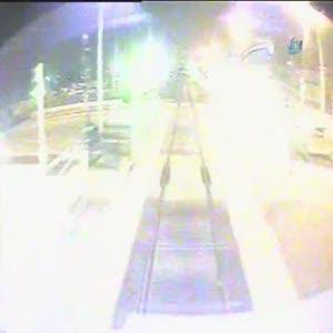 Üniversiteli gençlere trenin çarpma anı kamerada