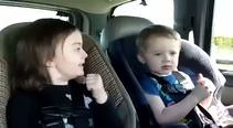 Arabada Metal müzikte kendinden geçen bebekler!