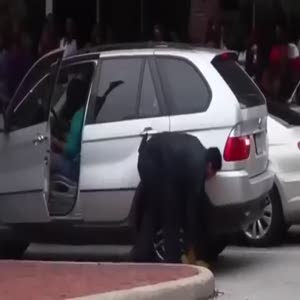 Lastik kilidinden kurtulmaya çalışan kadının dramı