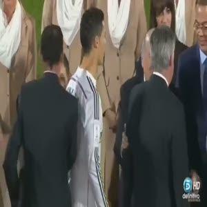 Ronaldo, Platini'nin yüzüne bile bakmadı