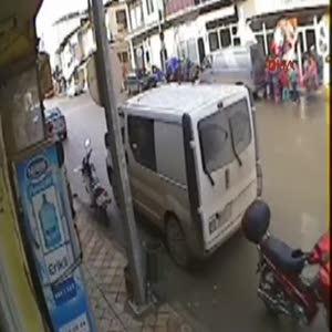 10 yaşındaki çocuğa otomobil böyle çarptı