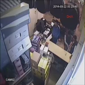 Adana'da cep telefonu hırsızlığı kameralarda