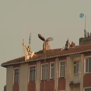 Çatıda güvenlik önlemi almadan böyle çalıştılar