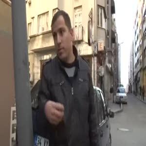Sokak ortasında tabanca buldu çöpe attı