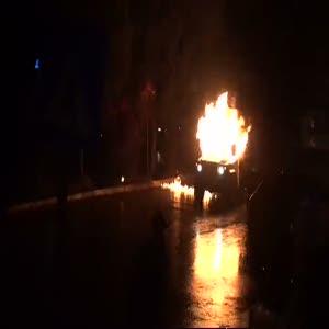 Polis arabasına Molotoflu saldırı