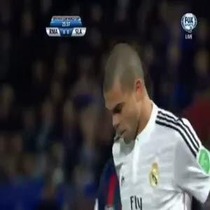 Pepe'den futbol tarihinin en kötü taç atışı