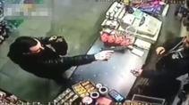 Silahını kaptıran acemi soyguncu