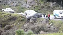 Uçuruma düşmekten kaya parçası kurtardı